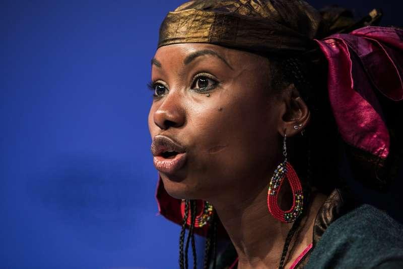世界經濟論壇除了產官學界來賓外,亦邀請非營利組織及年輕全國領袖免費參與。圖為查德的非營利組織運動者Hindou Oumarou Ibrahim於2017年會演說。