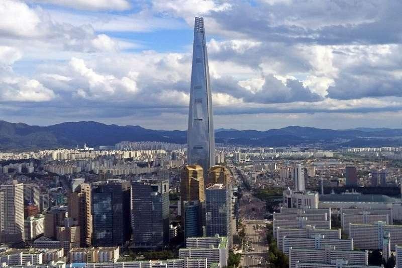 首爾樂天塔於去年底完工。(Neroson /維基百科)
