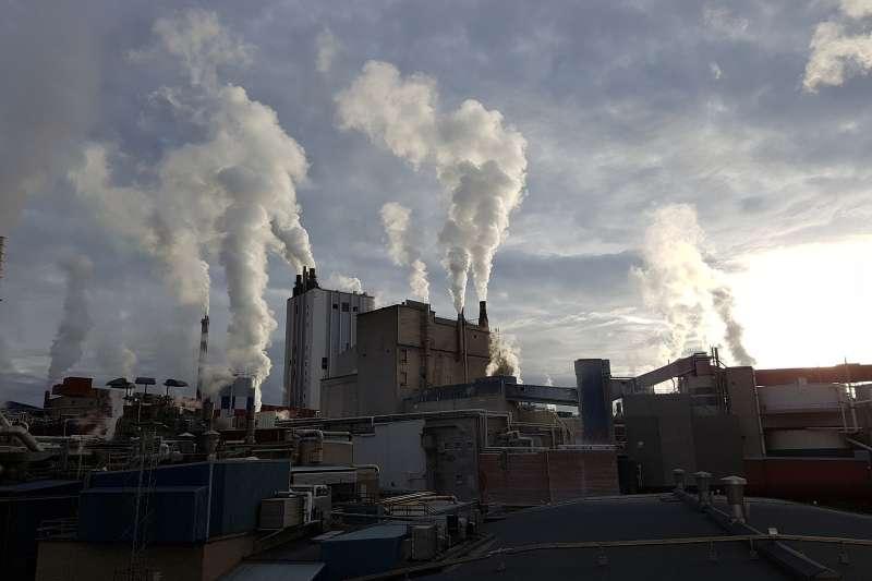台灣減碳排名吊車尾,學者這樣說。(圖/pixabay)