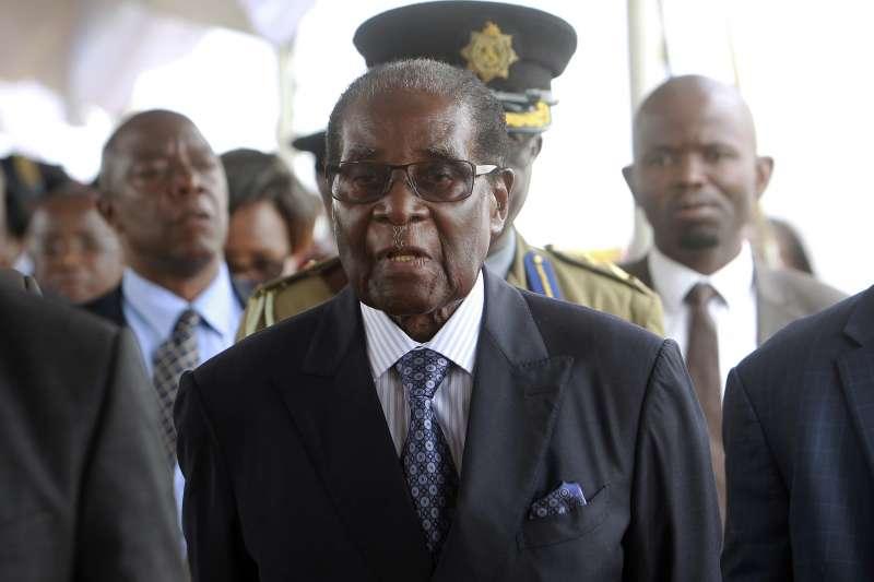 辛巴威總統穆加比15日被軍方軟禁。(美聯社)