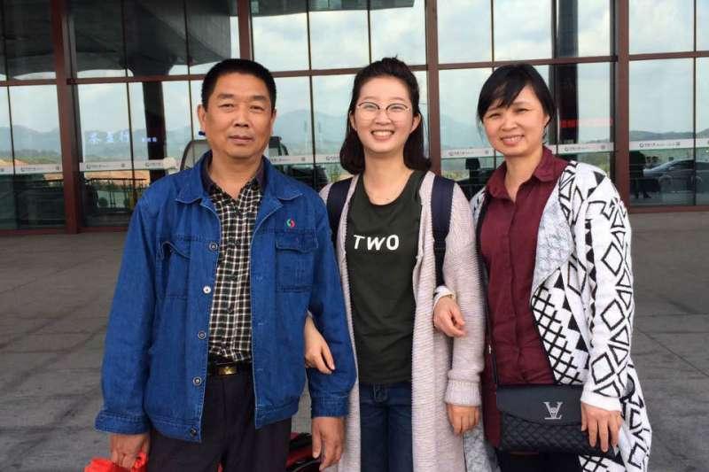在美國伊利諾大學遭到綁架、殺害的中國訪問學者章瑩穎(中)(AP)