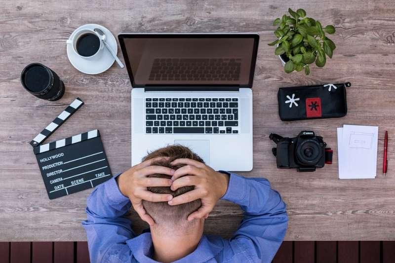 當生活中發生不順心的事影響工作,你都怎麼處理?(圖/lukasbieri@pixabay)