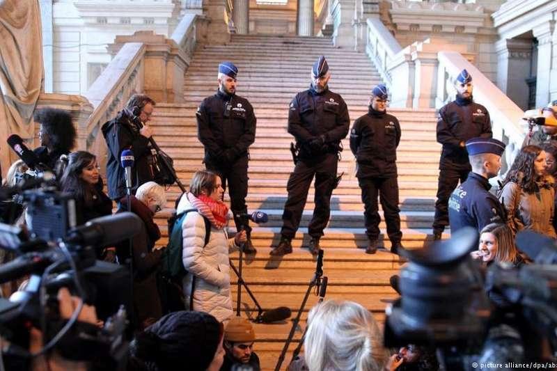 比利時檢察院周五(11月17日)作出表示,要求將前加泰隆尼亞自治政府主席普吉德蒙以及其他4人引渡回西班牙。(德國之聲)