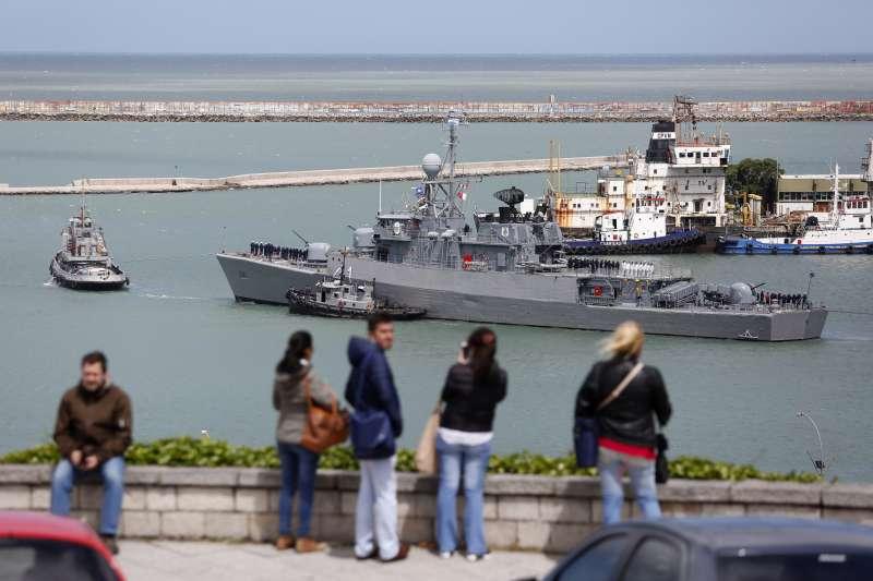 阿根廷海軍,準備出海搜索失聯潛艦ARA聖胡安號的船隊之一。(美聯社)