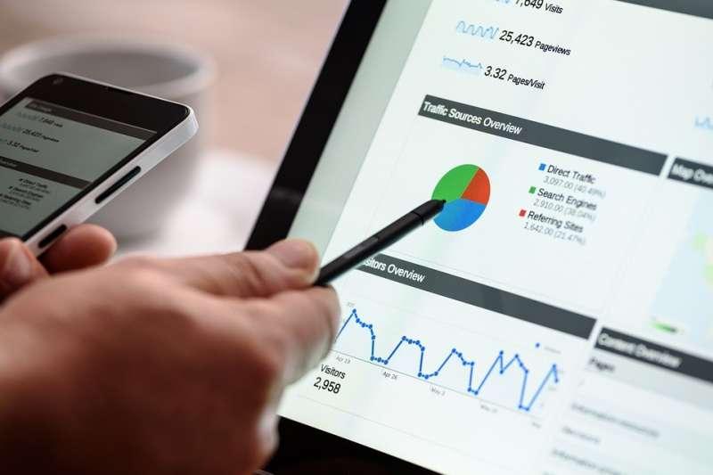 作者指出,B2C和B2B本來就是兩種完全不同的生意,銷售週期和營運資本模式截然不同,創辦人需要花的行銷和業務努力也完全不同。(資料照,許禾杰提供)