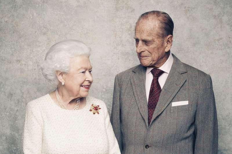 英國女王伊莉莎白二世與夫婿菲利普親王結婚70周年(AP)