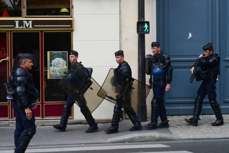 法國鎮暴警察。(圖/Eric Chan@flickr)