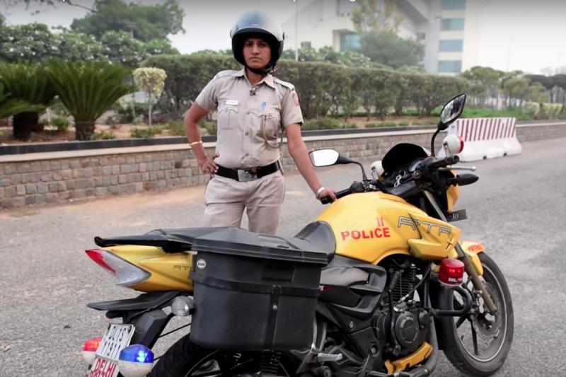 新德里女警巡邏隊誓言掃除性犯罪,並希望能藉此讓更多印度女性願意挺身而出,提告性侵罪犯。(網路截圖)