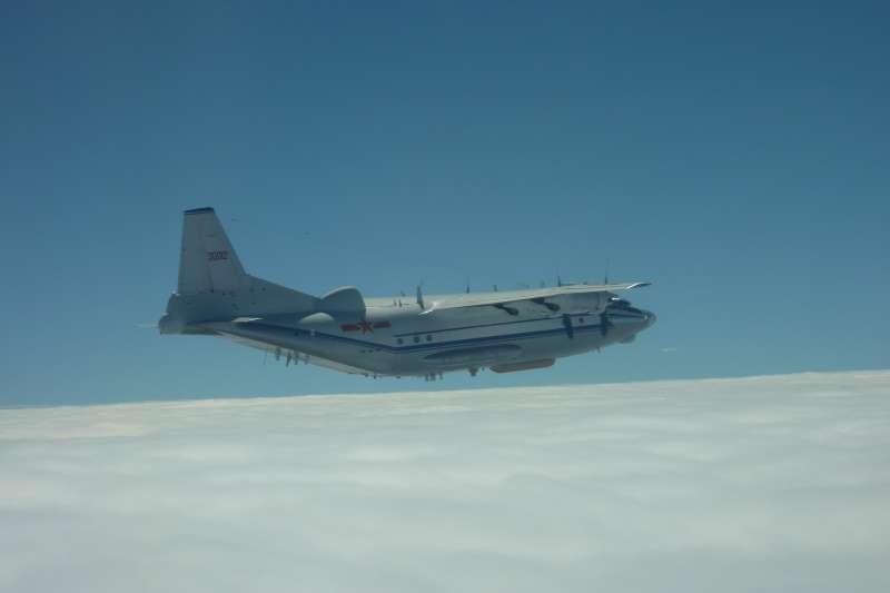 今傳出,共軍運8電偵機走M503航線,進行飛行訓練,相當挑釁。我國空軍否認此消息。(資料照,國防部提供)