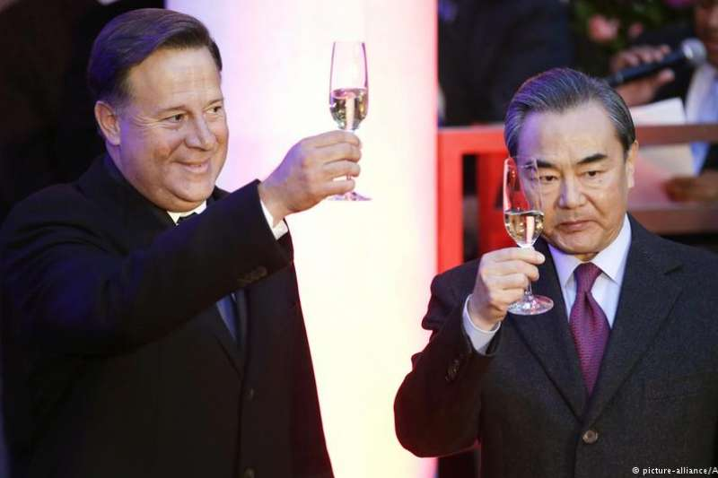 訪華期間瓦雷拉總統同中國外長王毅。(德國之聲)