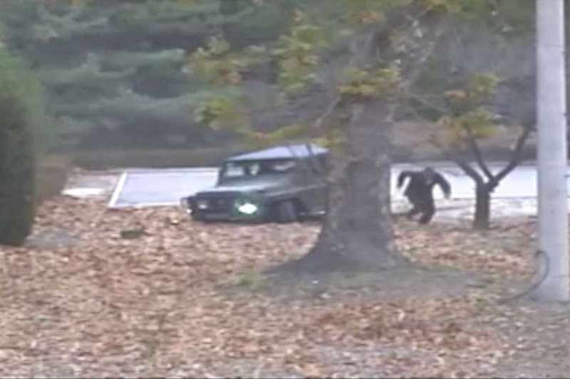 聯合國軍司令部22日發表北韓士兵投誠事件調查結果與現場監視器影片。(美聯社)