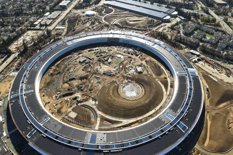 2017年1月13日,美國加利福尼亞州庫比蒂諾市,從空中拍攝的這張照片顯示正在建設的蘋果公司第二園區。(美國之音)