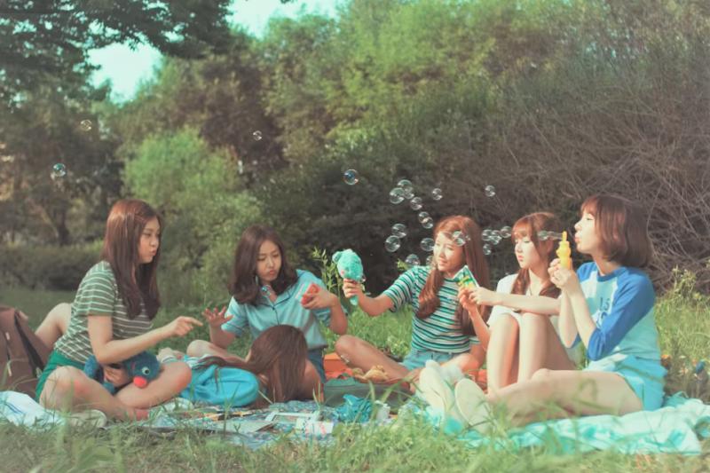 周末午後跟朋友來一場野餐吧!盤點全台10大野餐聖地。(圖/1theK (원더케이)@youtube)