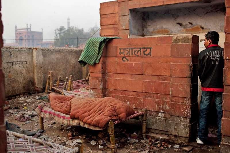 印度嚴重缺乏自來水和汙水處理系統,增建廁所無法根治人民戶外如廁的陋習問題(AP)