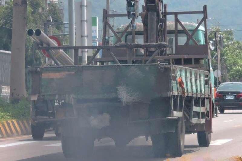 面對空氣污染問題,台中市政府推出柴油車汰換方案,單輛最高補助40萬!(圖/台中市政府提供)
