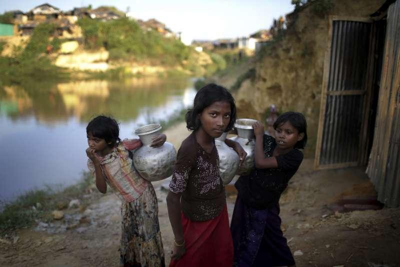 圖非當事人,緬甸軍方為了強迫羅興亞人離開家園,以強暴做為戰爭武器,被緬甸軍強暴的婦女與女孩不計其數(美聯社)