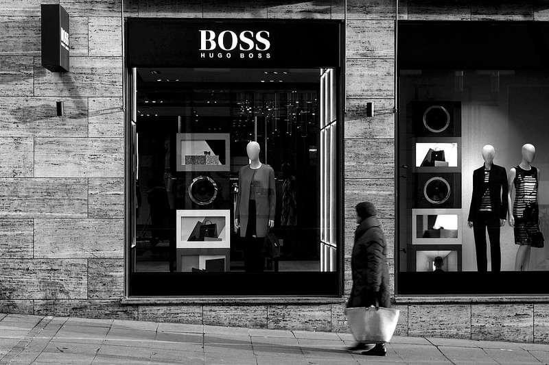 身為Hugo Boss行銷經理的他,如何從政治系進入德國精品界,背後的故事是...?(圖/Isengardt@flickr)