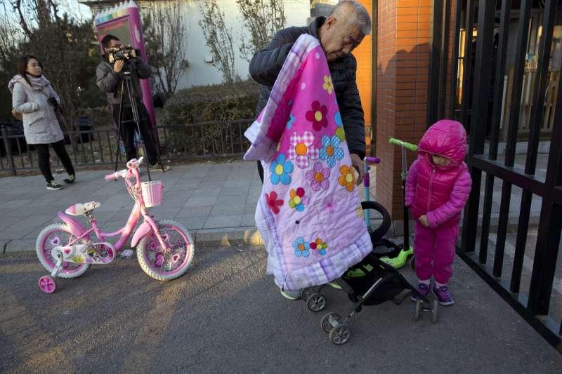 中國北京市「紅黃藍教育機構」新天地幼兒園日前傳出教師虐童事件,震驚中國社會(AP)