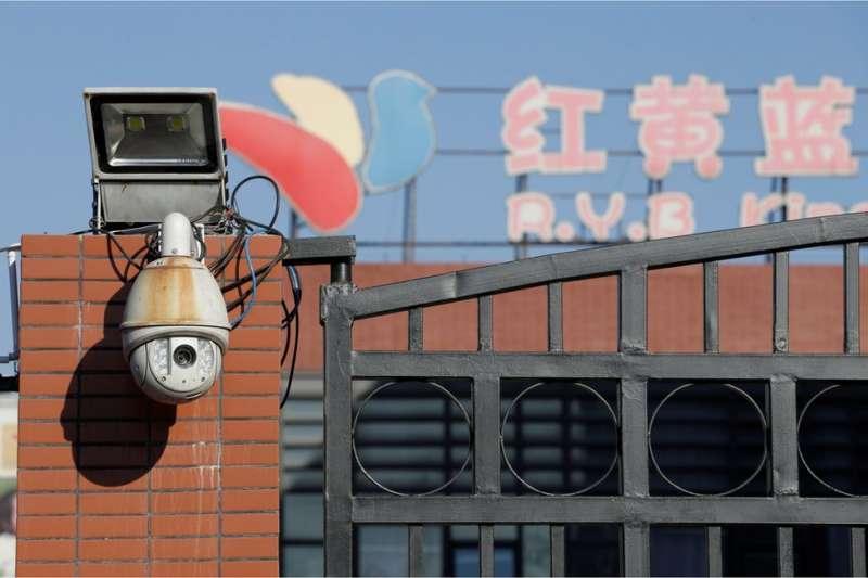 警方正在調查紅黃藍幼兒園涉虐童事件。(BBC中文網)