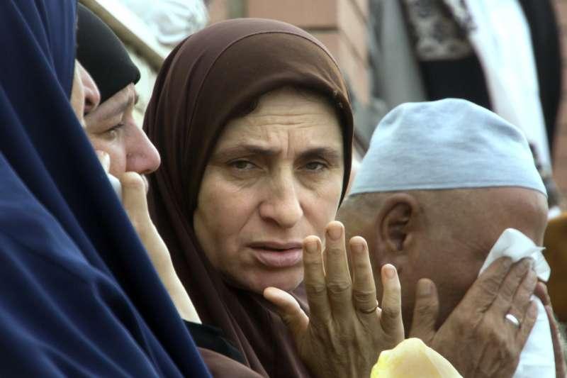 2017年11月24日,埃及北西奈省一座清真寺遭到恐怖攻擊,造成慘重死傷(AP)