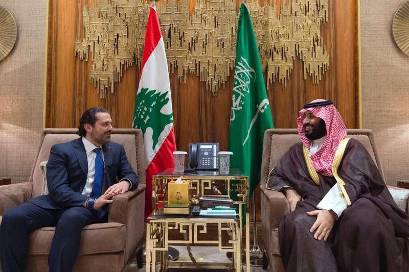 沙烏地阿拉伯王儲(右)與宣布請辭的黎巴嫩總理哈里里(AP)