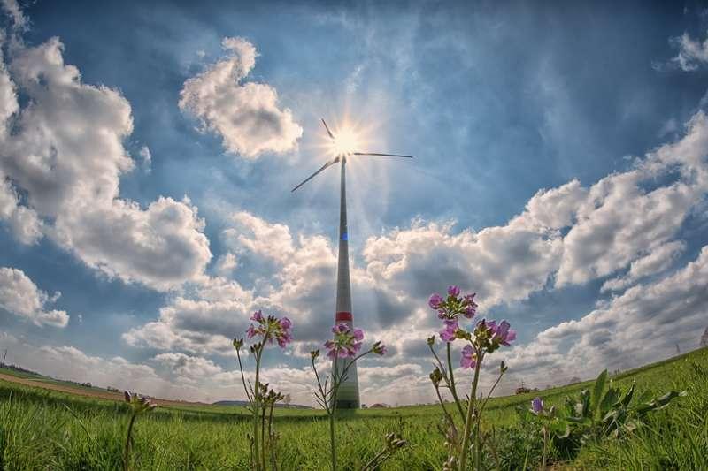 臺灣是否可在特殊的電力市場與尚無碳交易市場的環境下,建立再生能源交易市場,受到國內外各大企業和組織關注(圖/winterseitler@pixabay)