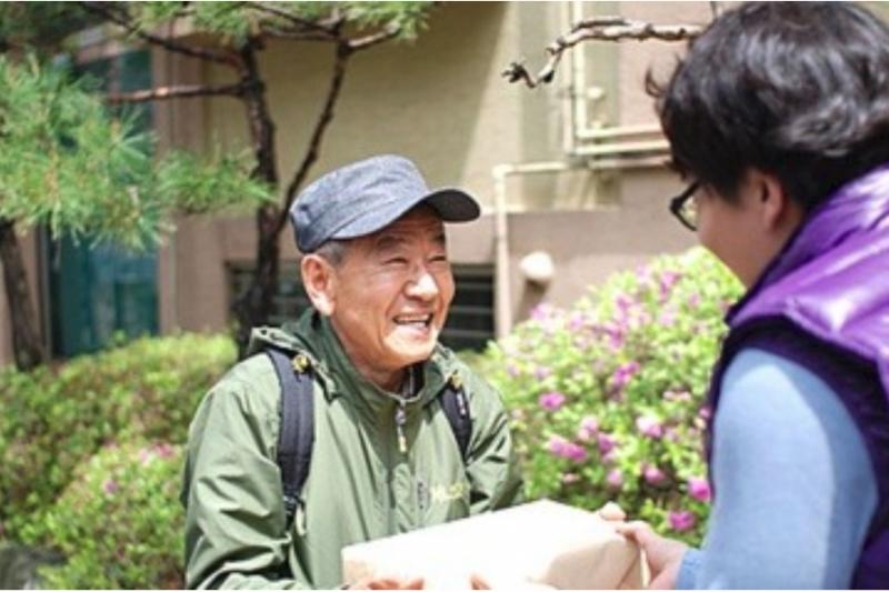 韓國近年老年人口的問題越來越嚴重,他們無依無靠、幾乎快沒有謀生能力,但這家快遞公司,竟讓他們又看見希望。(圖/*Cup提供)