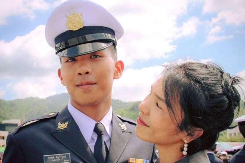 18歲泰國軍校生帕卡彭疑遭虐死,家屬領回遺體還發現部分器官被摘除(翻攝臉書)