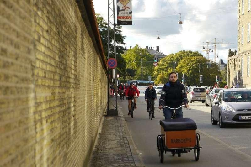 丹麥政府為了減低二氧化碳的排放量,於1892年啟用第一條自行車道。(凱特文化提供)