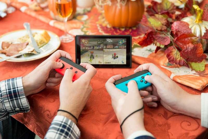 陪伴著無數代孩子長大的百年老牌任天堂,不但沒被淘汰,還屢屢創造出劃時代的經典遊戲機,引領潮流。(圖/Nintendo Switch臉書粉專)