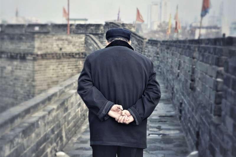 對許多經歷過戰爭年代的長輩,比起仇恨,他們心裡更認為:「歷史不能忘記,但仇恨也不能延續」。(圖/敗給考試@flickr)