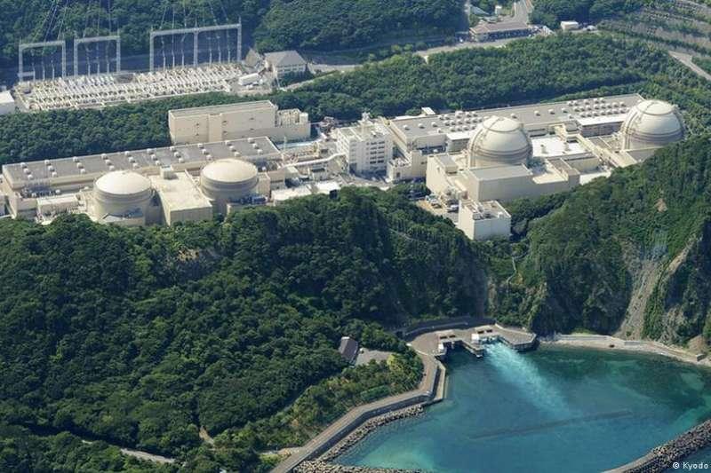 2011年福島核災難後,對核電的民意支持降至低點,火力發電則比重上升。六年後,日本開始重新恢覆核電能力。(德國之聲)
