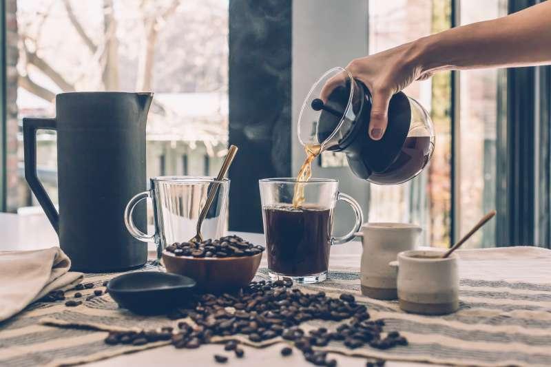 你擔心咖啡因對身體不好嗎?這篇專業營養師解惑7個常見疑慮。(示意圖/Matthew Henry@BURST )