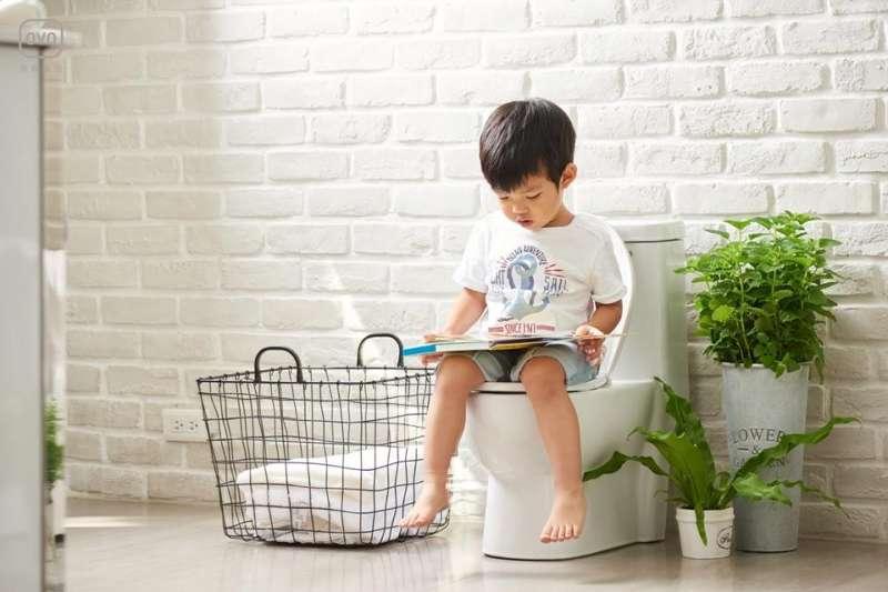 如何打造一個大小朋友都喜歡的衛廁空間,考驗著每位爸爸媽媽們的智慧。(圖/OVO官方粉絲團)