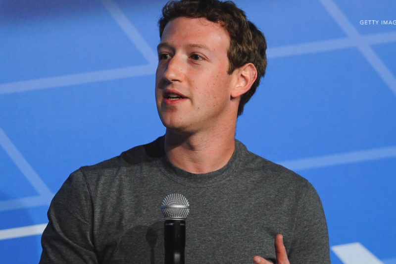 臉書利用AI偵測關鍵字,並雇用3千名員工負責監控平台上的貼文與影片,為預防自殺進一份心力。(圖/翻攝自youtube)