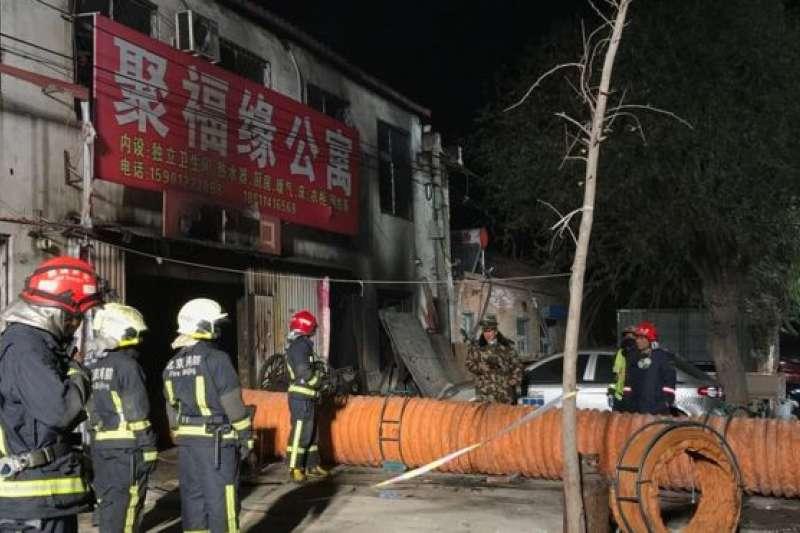 11月18日,北京大興西紅門鎮新建村發生火災,造成19人死亡,其中包括8個兒童。(BBC中文網)