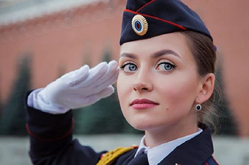 巾幗不讓鬚眉 美麗又會打擊犯罪的俄羅斯女警。(Maria Kotikova@sputnik)