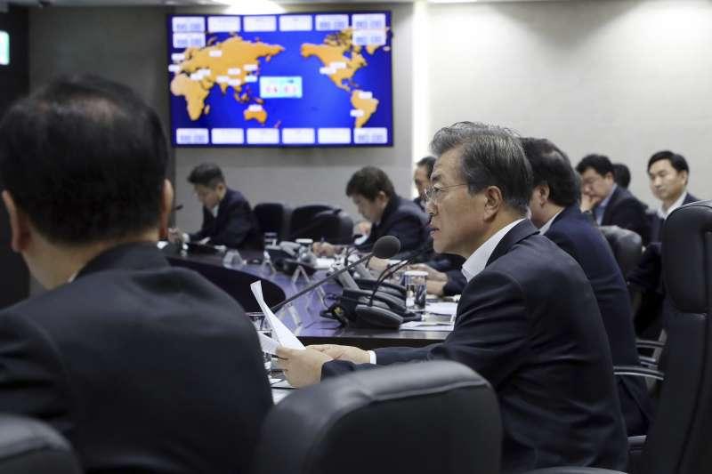 南韓總統文在寅29日一大早便召開國安會議,商討北韓試射飛彈的因應對策。(美聯社)