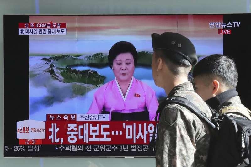 2017年11月29日,北韓發射一枚最新型的「火星-15」洲際彈道飛彈,落入日本專屬經濟海域。(美聯社)