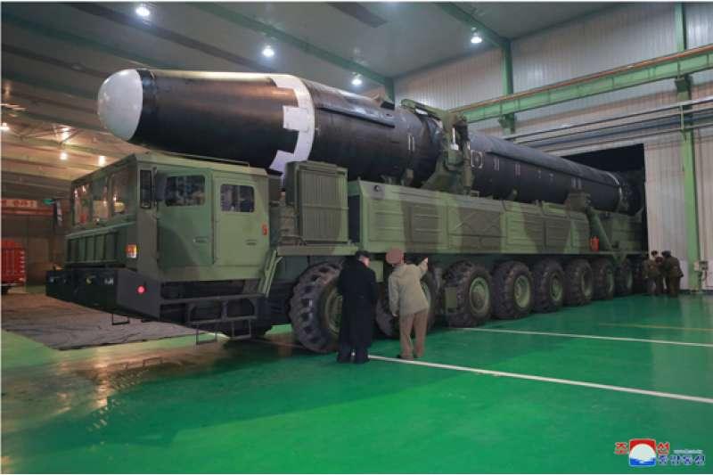 北韓的最新型洲際彈道飛彈「火星-15」。(勞動新聞)