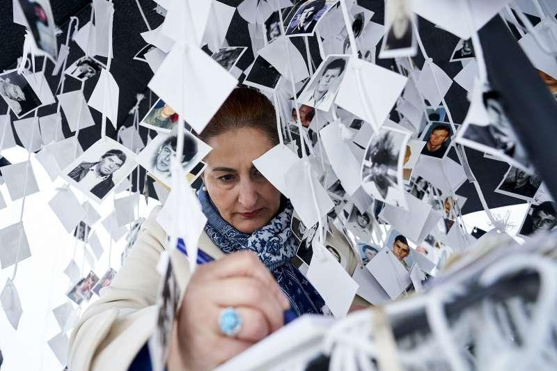 波士尼亞民眾紀念22年前的「雪布尼查大屠殺」。(美聯社)