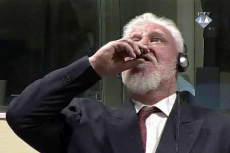 在波士尼亞「雪布尼查大屠殺」中犯下戰爭罪的前南斯拉夫指揮官普拉里亞克,11月29日在法庭服毒自盡。(美聯社)