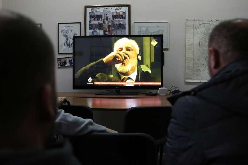 在波士尼亞「雪布尼查大屠殺」中犯下戰爭罪的前南斯拉夫指揮官普拉里亞克,29日在法庭服毒自盡。(美聯社)