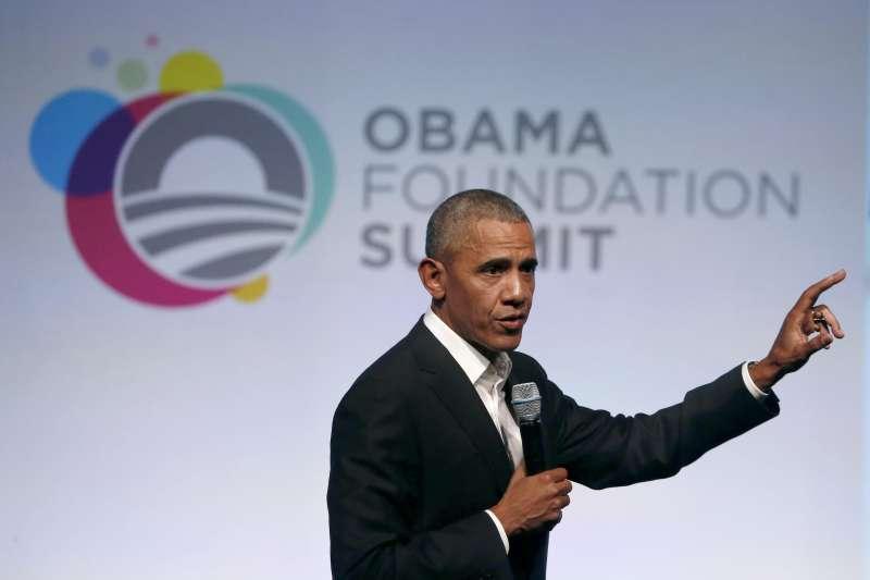 11月1日,美國前總統在歐巴馬基金會(Obama Foundation)首屆青年高峰會發表演說(AP)
