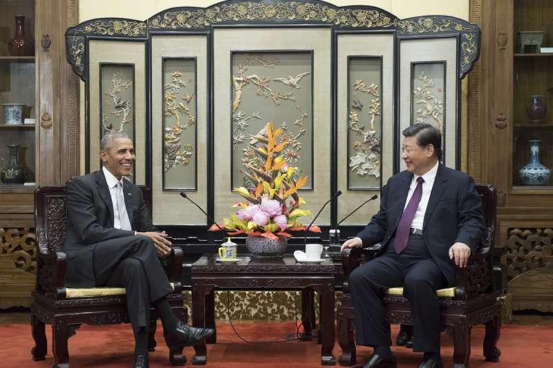 11月29日,美國前總統歐巴馬與中國國家主席習近平會面(AP)