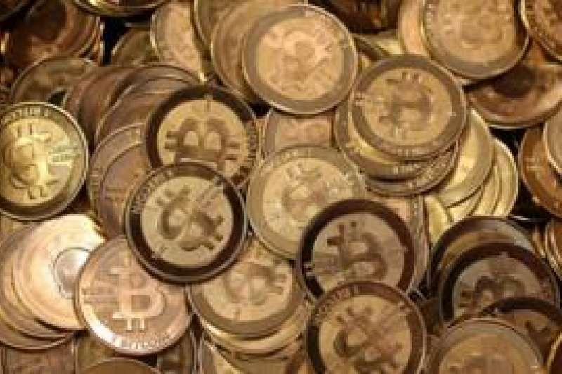 批評者認為比特幣正在經歷與互聯網泡沫類似的過程,然而另一些聲音表示上漲是因為比特幣正在進入主流金融市場。(BBC中文網)