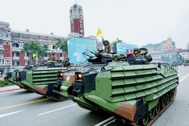 台灣的軍事裝備幾乎都由美國供售,雖然美國軍售是個穩定的來源,卻也是對台灣產生強大的政治控制,與軍事行動的限制,有時候就會出現扯後腿的情況。(資料照,取自多維觀點)