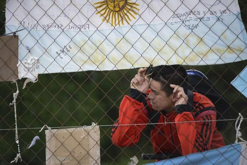 阿根廷海軍宣布,終止聖胡安號上搜救任務,家屬氣憤指控軍方隱瞞消息。(AP)