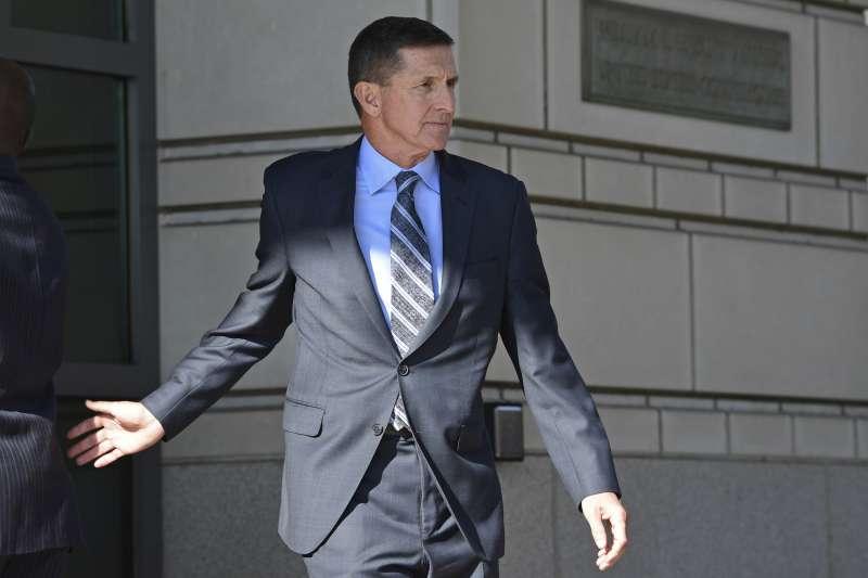 12月1日,佛林離開華盛頓的聯邦法院(美聯社)