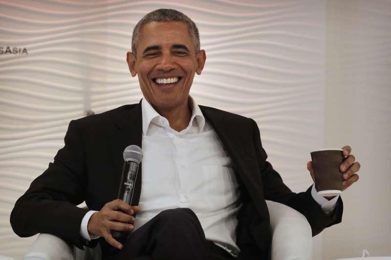 12月1日,美國前總統歐巴馬在印度新德里與達賴喇嘛會面(美聯社)